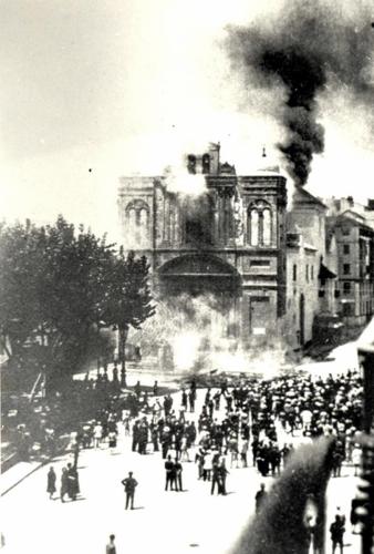 Iglesia-Merced En-llamas